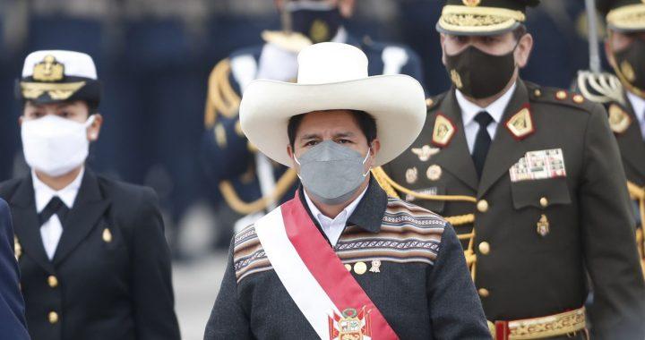 Presidente de Perú juramenta a ministros de Economía y de Justicia