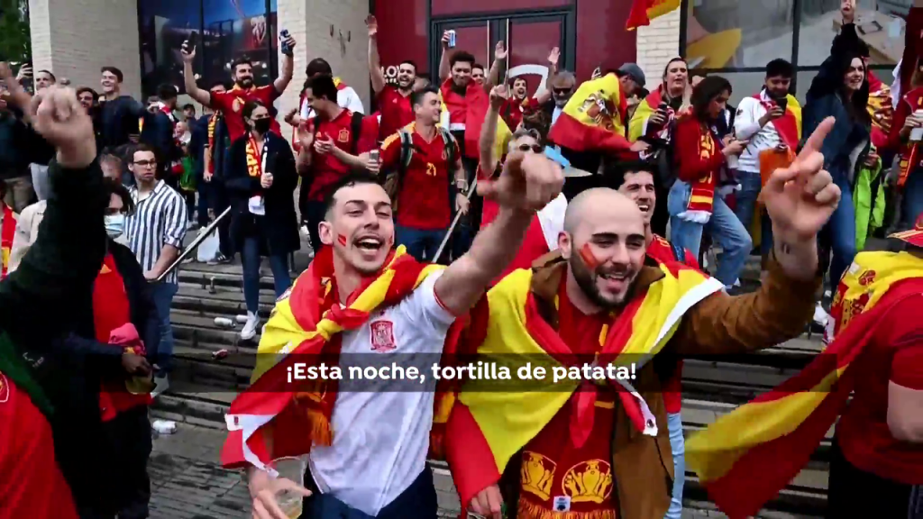 9000 Spaniards dressed up for the national team at Wembley, who remained at the gates of the European Championship final