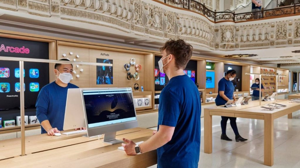 Apple employees would rather give up leaving the home office