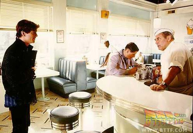 """Eric Stoltz during the filming of a movie """"Back to the future"""", in the classic cafeteria of the bar.  Photo: BTTF.  com"""