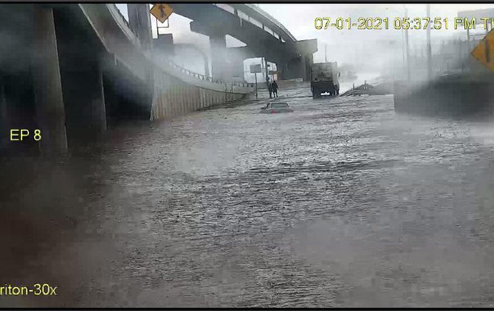 Rain causes floods in El Paso