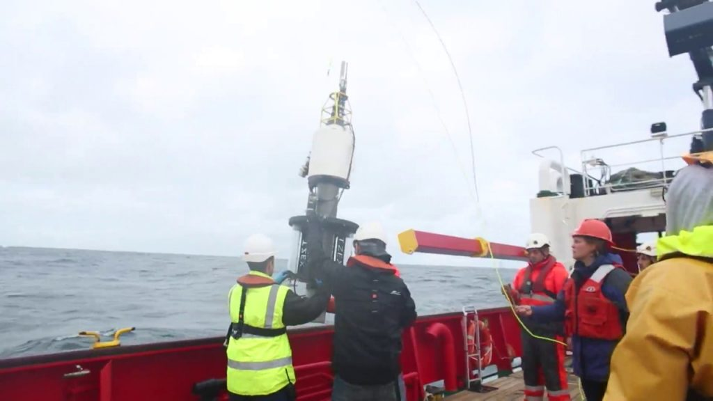 Spanish woman among NASA scientists studying the ocean depths