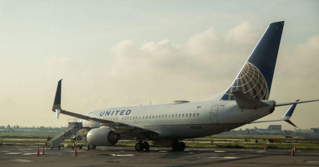 System failure causing flight delay - El Financiero