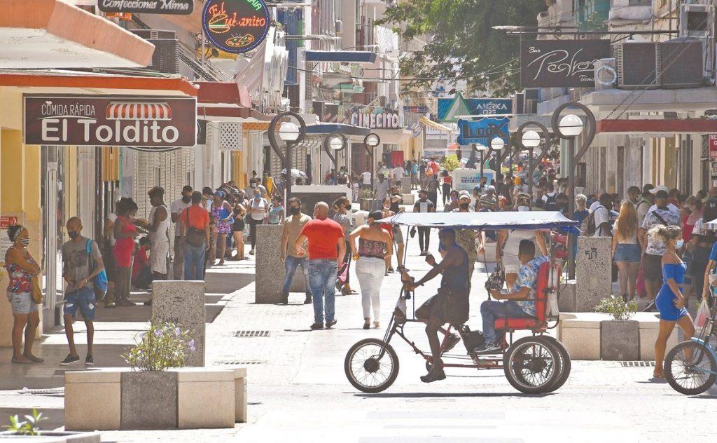 EU castiga al gobierno de Cuba; México envía ayuda