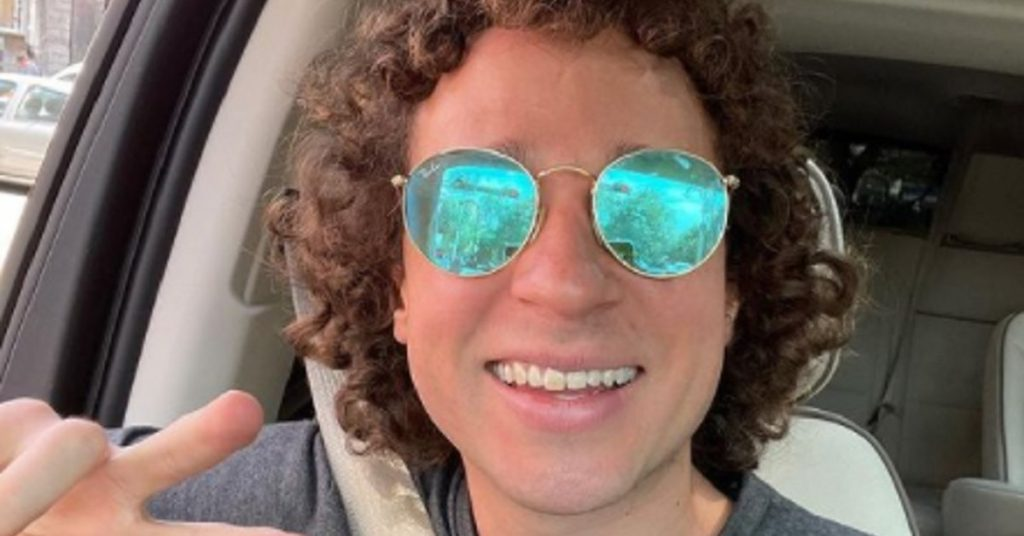 Why were Luisito Comunica and his father not allowed to travel to Turkey despite being vaccinated?