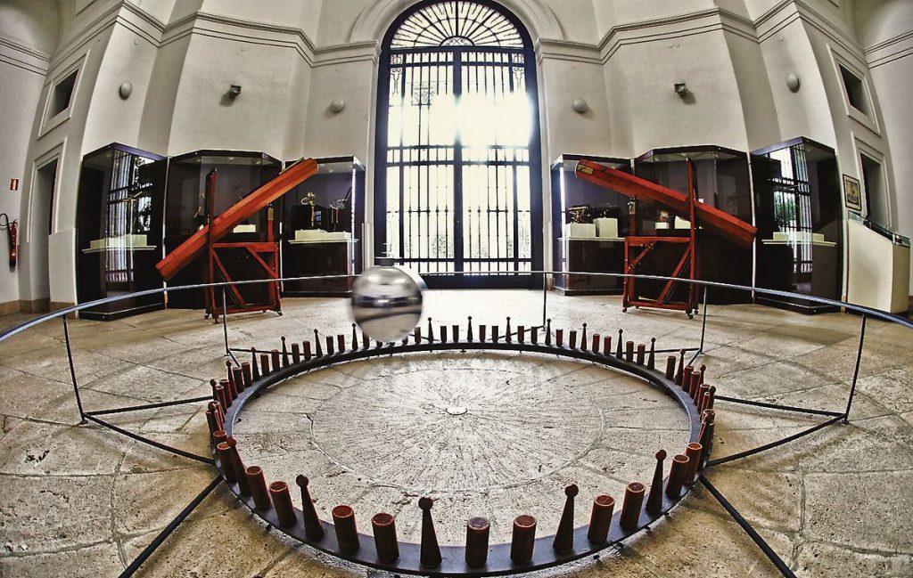 Foucault's pendulum |  science game