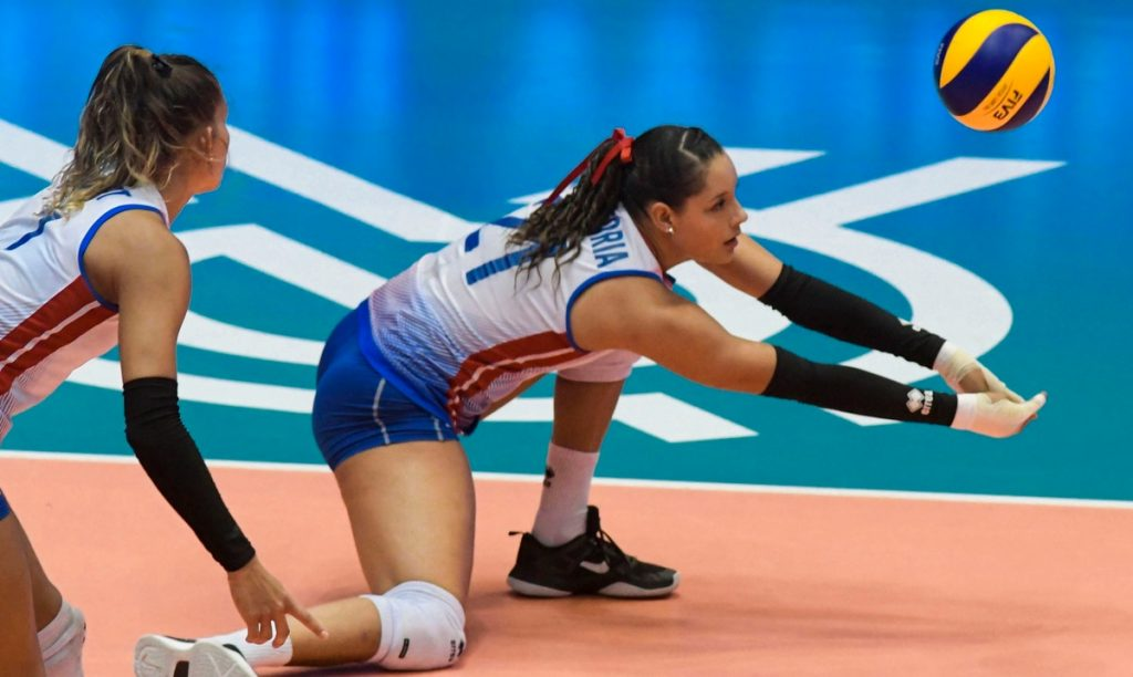 The women's team plays its first match against the United States in Norsica