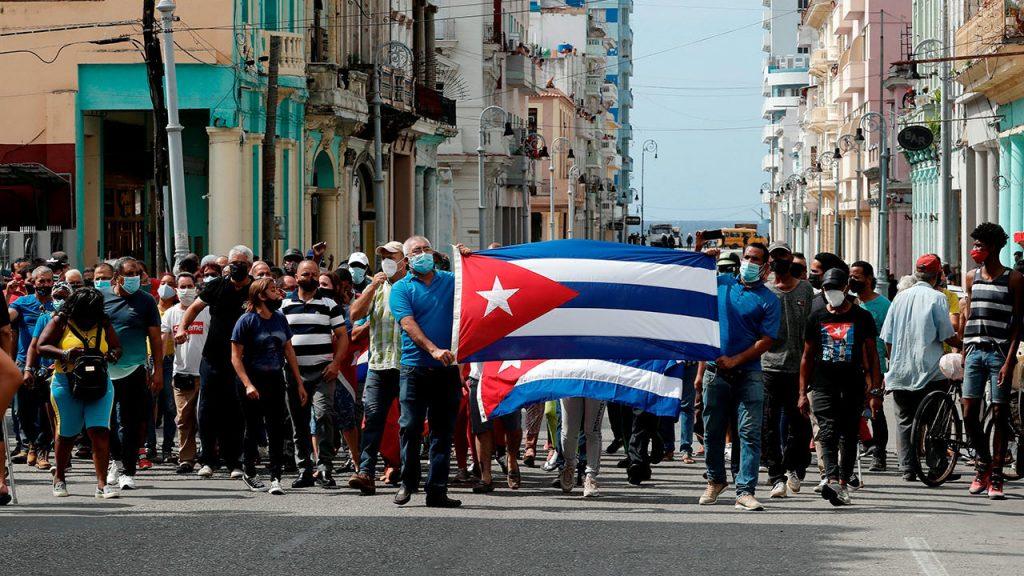 La Casa Blanca estudiará el envío de remesas a Cuba