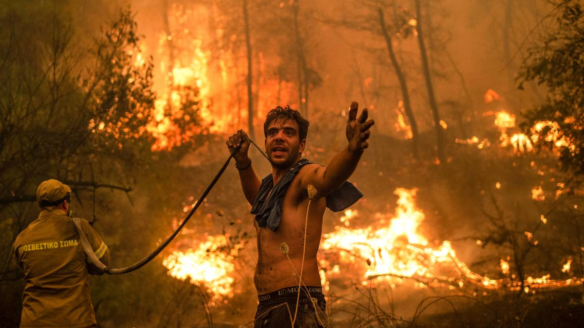 Greece's wildfires: In tears and despair, thousands are evacuated