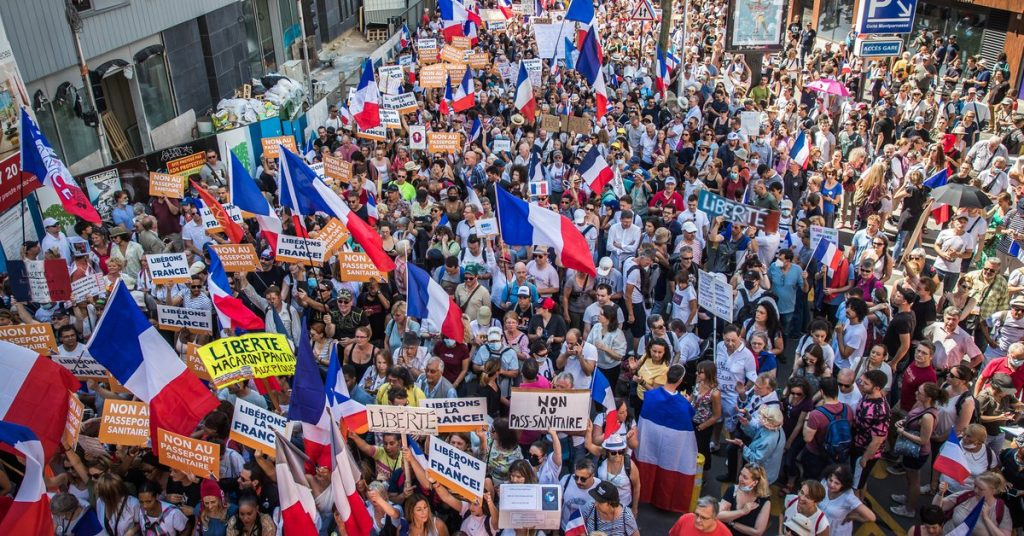 More than 200,000 people took to the streets of France again against the health certificate