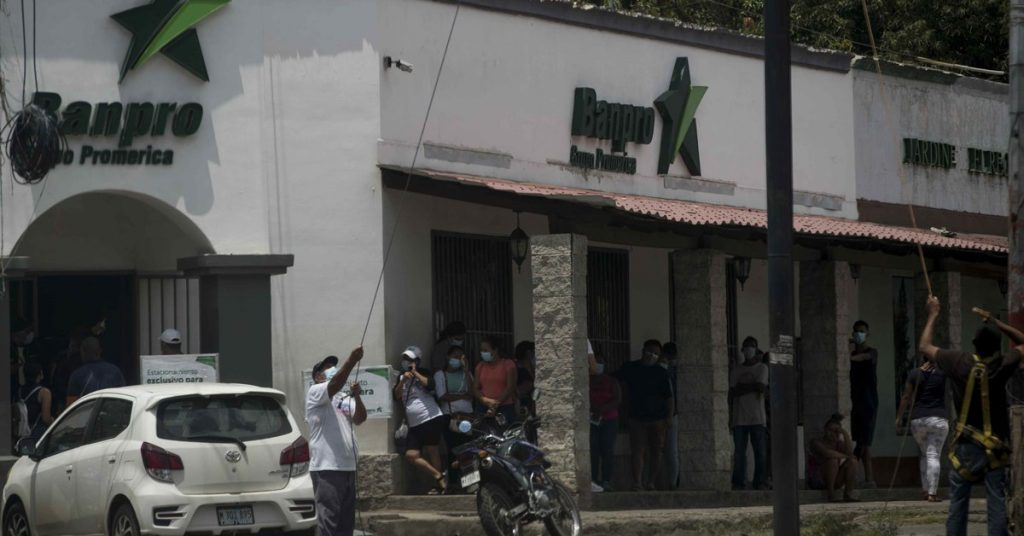 Nicaragua: Daniel Ortega's regime proposes extending sanctions against banks and their employees