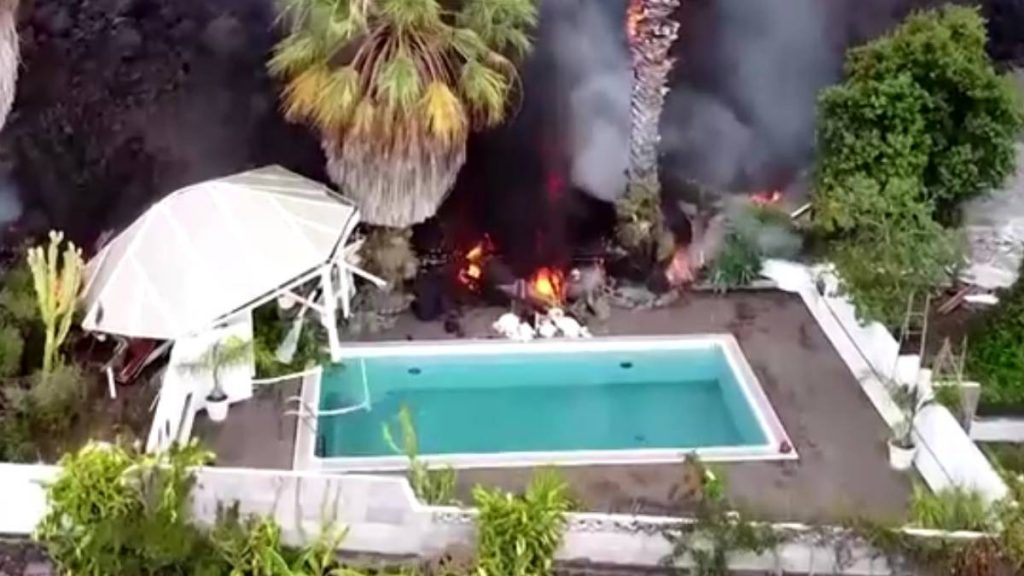 Lava from Cumbre Vieja volcano consumes the pond of the Canary Islands