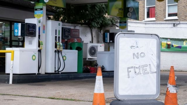 A gas station closed in the UK due to the fuel crisis.