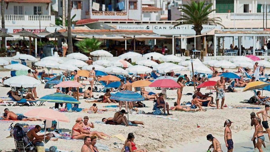 COVID passport failure slows return of foreign tourism