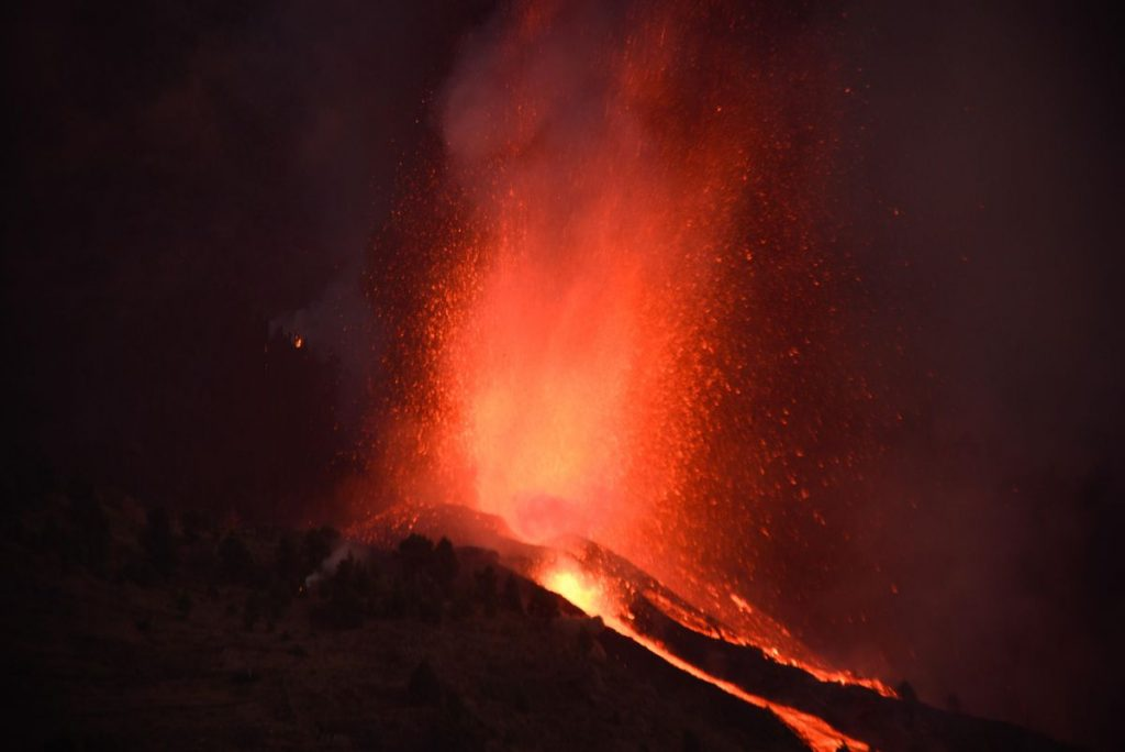 Causes and consequences of the eruption of the volcano La Palma |  Science