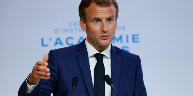 Emmanuel Macron: This was the moment when an egg was thrown at the President of France