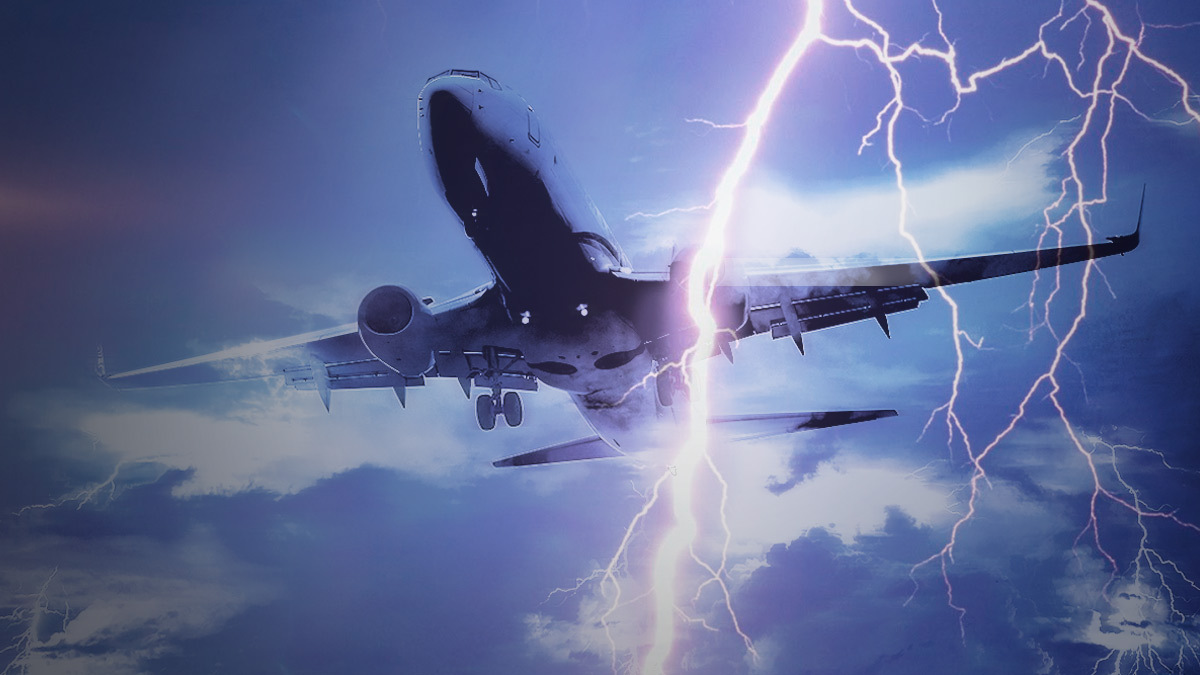 Hurricane Ida: Capture the moment the plane crosses
