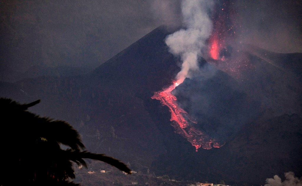 Por la erupción más de 6 mil personas tuvieron que abandonar sus hogares.