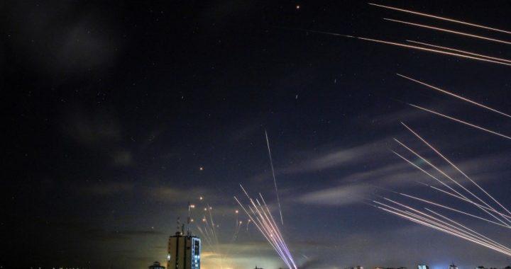 El Domo de Hierro en Israel a alertado a la población de posibles misiles y ha detenido a muchos otros. (Archivo)