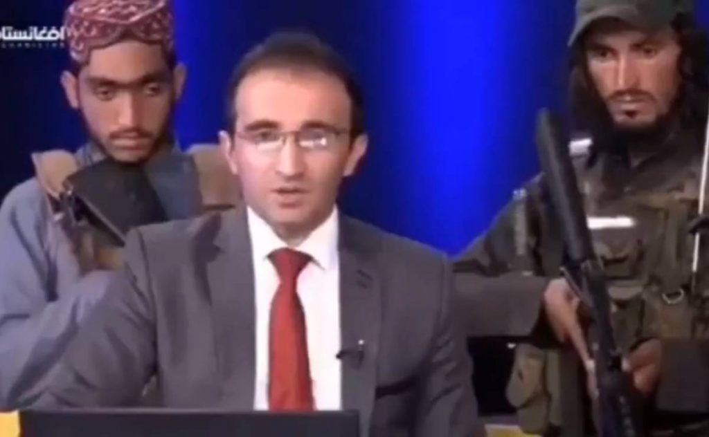 """Video.  """"Do not be afraid,"""" said the presenter, surrounded by the Taliban armed movement in Afghanistan"""