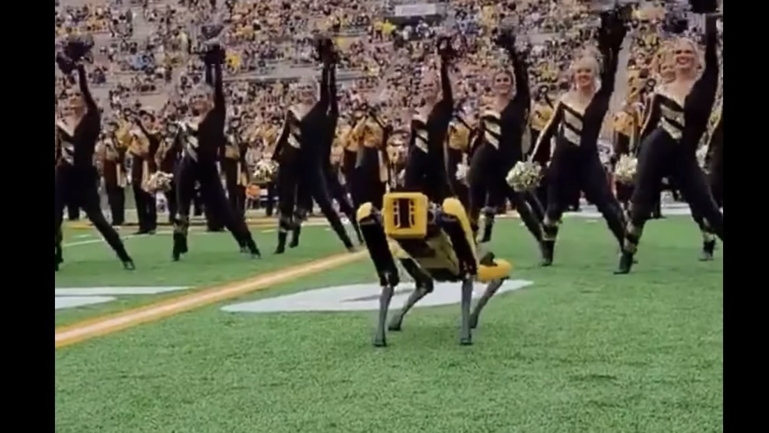 Video: A Boston Dynamics robot dances with fans during a football game intermission