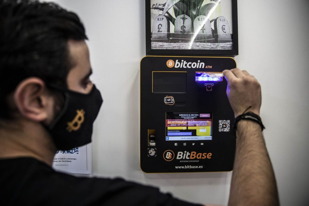 Bitcoin: More Expensive but Simpler: The Silent Take-Out of Cryptocurrency Exchange |  Economie