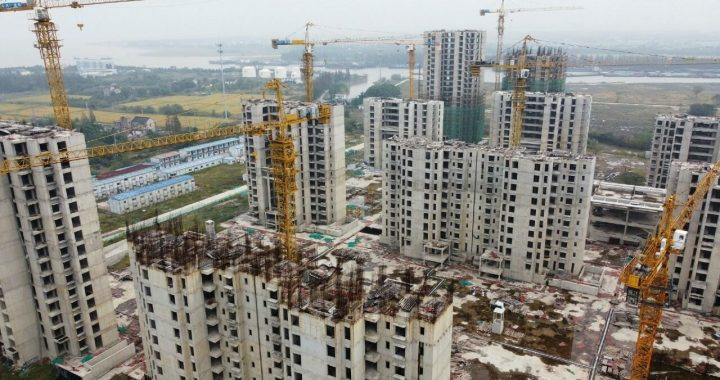 Evergrande pays $84 million in debt and encourages Asian markets