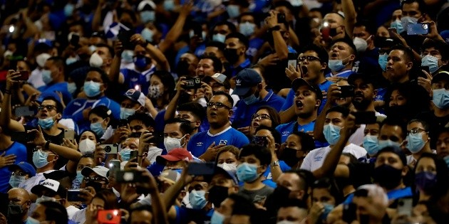FIFA: El Salvador severely punished for the misconduct of its fans in the CONCACAF octagonal stadium
