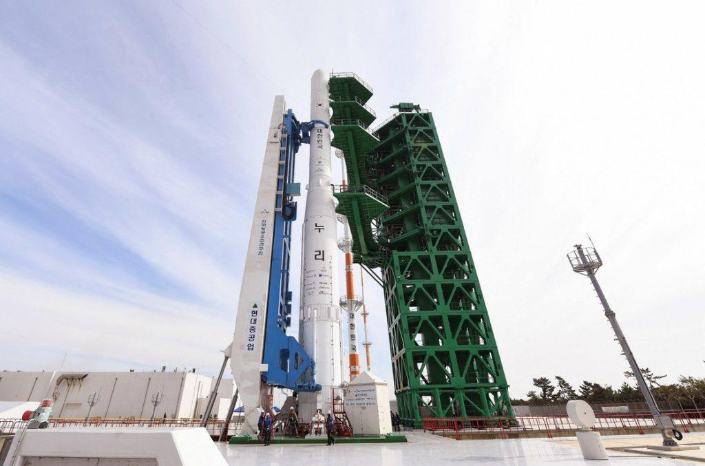 El cohete surcoreano 'Nuri' tiene un peso de 200 toneladas y mide 47.2 metros de largo.