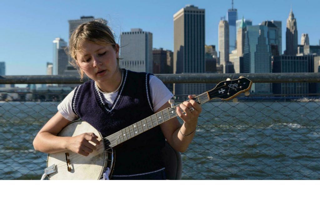 Nora Brown, the adorable banjo girl who presents the Appalachian stories |  music |  entertainment